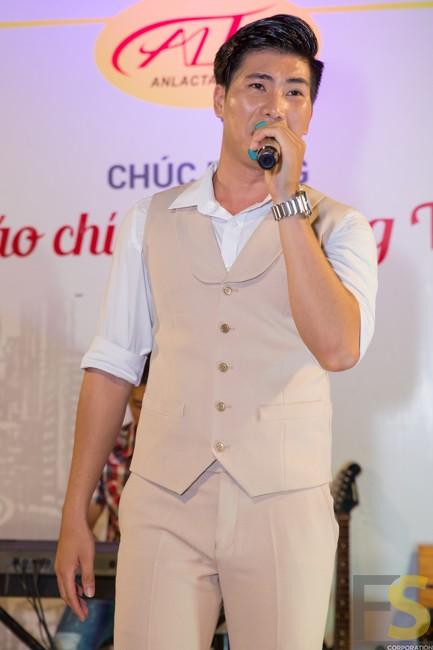 Ảnh 4: Ca sĩ Hoàng Ngọc Sơn.