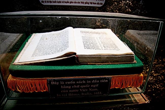 Cuốn sách Phép giảng tám ngày.