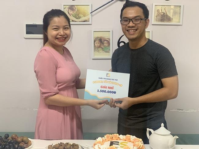Giám khảo Mỹ Nguyễn trao giải nhì của cuộc thi