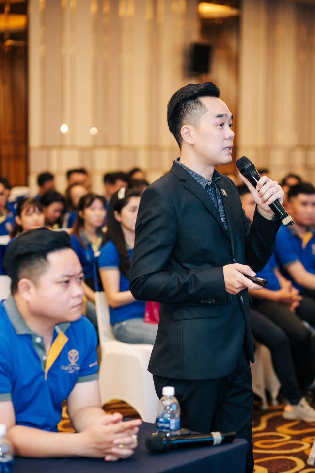 Ông Nguyễn Đức Thịnh, Phó TGĐ, đại diện lãnh đạo Cường Thịnh Corp training về dự án cho các chiến binh